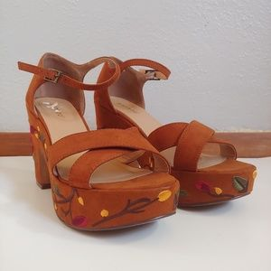 Bamboo Chunky Heel Platform Embroidered Sandals